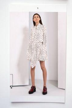 Stella McCartney Pre-Fall 2019 Fashion Show Collection: See the complete Stella McCartney Pre-Fall 2019 collection. Look 20 Stella Mccartney, Chic Outfits, Fashion Outfits, Vogue, Lookbook, High End Fashion, Fashion Show Collection, Models, Fashion Week