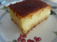 Gerçek bir Türk tatlısı ile yeniden merhaba... Daha güzel bir klasik Türk tatlısı olamaz bence. Hafif, yumuşacık ve tadı yerinde...Eşimin de en sevdiğidir.Bu revani tarifi annemden. Neden şimdiye dek paylaşmamışım hayret! Demek bugünü bekliyormuşum.