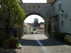 The grand entrance to the Castle District is in honor of those Hungarians who lost their lives during World War I. Places To Travel, Places To See, What To Do Today, World Cities, Grand Entrance, Hungary, Trip Advisor, The Good Place, Gate