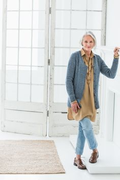 Brooklyn Tweed publishes high-quality knitting patterns for the modern hand knitter with a focus on process, wearable style and attention to detail. 60 Fashion, Over 50 Womens Fashion, Fashion Over 50, Plus Size Fashion, Autumn Fashion, Fashion Outfits, Fashion Tips, Fashion Trends, Older Women Fashion