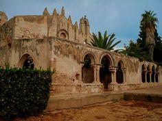 Syracuse - La basilique Saint-Jean enfermant. des catacombes romaines