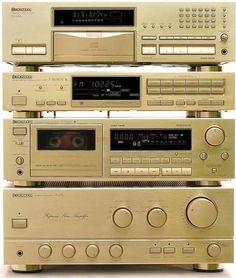 Pioneer Vintage Audio HiFi Stereo (fb) I had one back in the good ol days Hifi Stereo, Hifi Audio, Hifi Speakers, Mc Intosh, Pioneer Audio, Retro, Cd Player, Hi Fi System, Music System