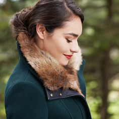 This coat. Short. Wool. Faux fur / leather. Dark green. perf!