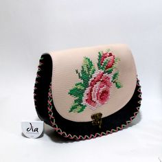 handmade leather bag Leather Bags Handmade, Handmade Bags, Handmade Crafts, Thread Work, Flower Embroidery, Saddle Bags, Manual, Coin Purse, Floral