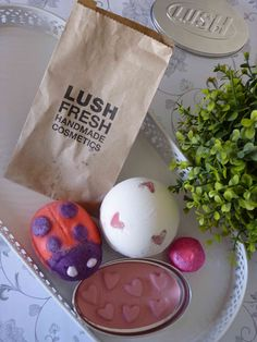 Melanie's Nook: Giveaway : Lush Valentines Day Collection - Dying to get my hands on some lush goodies! Lush Fresh, Handmade Cosmetics, Beauty Review, African Beauty, Nook, Giveaway, Valentines Day, Goodies, Corner