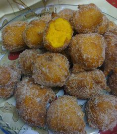 Sonhos de Cenoura Portuguese Desserts, Portuguese Recipes, Beignet Nature, Beignets, Good Food, Yummy Food, Small Cake, Biscuits, Thanksgiving Recipes