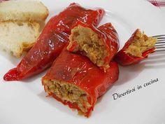 Peperoni ripieni al tonno al forno: una ricetta semplice da preparare. E' una ricetta economica. I peperoni ripieni sono molto gustosi e saporiti.