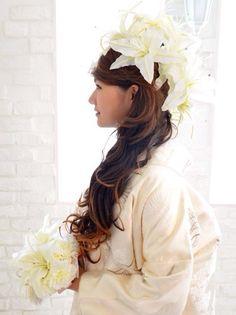 サイドダウンx大輪のカサブランカ ゴージャスでエレガントなスタイル♡ 白無垢に合う秋らしい髪型まとめ。色打掛の参考にも☆