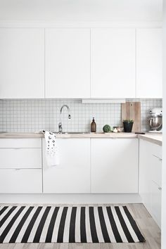 A gallery of minimalist kitchens nordic kitchen, scandinavian kitchen tiles, kitchen white Apartment Kitchen, Home Decor Kitchen, Kitchen Interior, New Kitchen, Kitchen Wood, White Apartment, Kitchen Small, Kitchen Rug, Stylish Kitchen