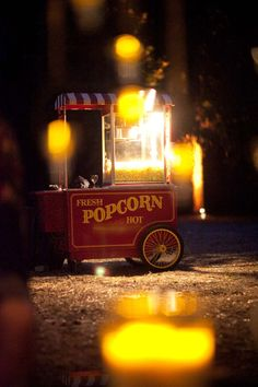 Popcorn cart // Popcorn-Wagen für Hochzeiten leihen.