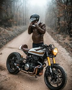 "Polubienia: 18.4 tys., komentarze: 91 – Cafe Racers | Customs | Bikes (@kaferacers) na Instagramie: ""We are loving this Honda in the mist! Let us know what you think in the comments 🤙#kaferacers -…"""