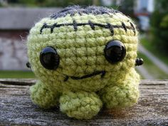 I've always wanted to make these adorable octopi. I just can't follow a pattern :( Too cute!