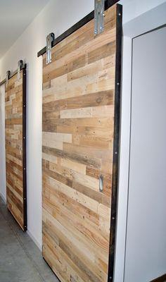 Porte coulissante style industriel en bois de récupération Sliding Door, Industrial Style, Puertas, Woodwind Instrument
