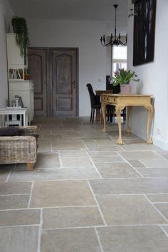 Burgundian Dales from Van den Heuvel & Van Duuren. - Decoration For Home Flagstone Flooring, Limestone Flooring, Natural Stone Flooring, Küchen Design, Tile Design, Modern Rustic Homes, Kitchen Flooring, Interior Architecture, Tile Floor