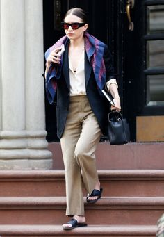 Unless you can be Ashley Olsen. Then be Ashley Olsen. Mary Kate Olsen, Elizabeth Olsen, Mary Kate Ashley, Ashley Olsen Style, Olsen Twins Style, Blazer Jeans, Street Style Looks, Looks Style, My Style