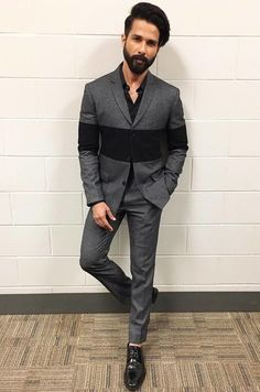 Say goodbye to monotoned suits and try something as quirky as this grey suit dashed with a black stripe. Blazer For Men Wedding, Wedding Dress Men, Wedding Men, Wedding Suits, Stylish Shirts, Stylish Men, Men Casual, Mens Fashion Suits, Mens Suits