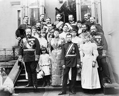 Reunion of the Saxe-Coburgs on the occasion of the hereditary prince Alfred's attaining his majority.  Details here:  https://www.royalcollection.org.uk/collection/2106094/royal-group-photograph-taken-on-the-occasion-of-the-coming-of-age-of-prince