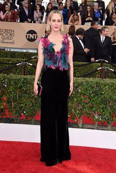 Pin for Later: Seht die schönsten Kleider auf dem roten Teppich der SAG Awards Sarah Paulson in Armani Privé