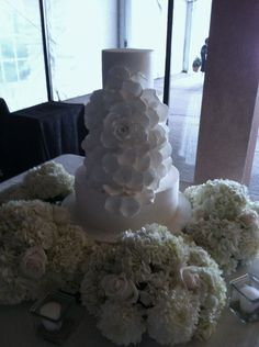 www.lepapillonevents.com, #Flowers #Decor #Planning #Toronto #Vaughan, #wedding #cake #table #ivory #hydrangeas #arrangements