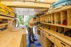 """Ron Paulk es un constructor de la ciudad de Washington, que después de tanta experiencia en este ámbito, decidió armar su taller de carpintería dentro de un trailer. """"El Trailer"""" como él llama a su taller rodante, contiene las herramientas necesarias para poder hacer hasta el 90% de su trabajo. Aquí el video:  Más …"""