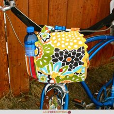 Make your own DIY Bike Handlebar Bag with this full tutorial (plus video). It's easier than you might think to learn how to make a handlebar bag. Sewing Patterns Free, Free Sewing, Sewing Tutorials, Sewing Crafts, Sewing Projects, Sewing Ideas, Hand Sewing, Bicycle Basket, Bicycle Bag