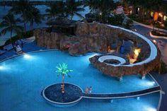 Genial una piscina así ocupa más decoración