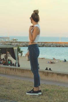 Relaxed Style   skinny jeans pumps and vest