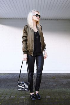 Casual all black outfit + simply stylish khaki bomber jacket + Caroline Daur + wonderful everyday style + pairing leather leggings + printed bag + vibrance + silk bomber Jacket: Asos, Trousers: Edited, Top: Topshop, Shoes: Zara, Bag: MCM…. Bomber Jacket Outfit, Silk Bomber Jacket, Caroline Daur, Sporty Chic Style, Cool Outfits, Fashion Outfits, Casual Outfits, Cozy Winter Outfits, Street Style