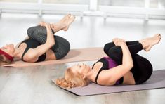 10 Easy Yoga Poses To Reduce Belly Fat: combined with other exercise and a diet to boost your body's metabolism and eliminate stubborn belly fat. Sciatica Exercises, Sciatica Pain, Chronic Sciatica, Yoga Beginners, Beginner Yoga, Stubborn Belly Fat, Reduce Belly Fat, Yoga Poses For Constipation, Yoga Bewegungen