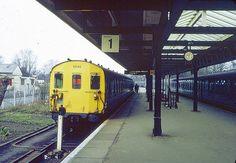 Hayes (Kent) station in 1973 Uk Rail, Southern Railways, Electric Train, British Rail, London Transport, Electric Locomotive, Local History, Emu, Train Station