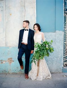 Showcasing the intricate gowns of Claire Pettibone in the colourful streets of Havana, Cuba by Mark Andrew Photography and Shane & Lauren Photography