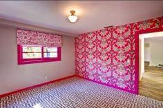 Tori Spelling's Malibu home. Love the rug/wallpaper combo!!! Her designs are fab!