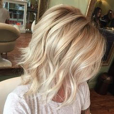 Choppy Wavy Blonde Bob Best Picture For ash blonde balayage ombre For Your Taste You are looking for Haircuts For Fine Hair, Cool Haircuts, Messy Hairstyles, Medium Haircuts, Blonde Hairstyles, Medium Hairstyles, Teenage Hairstyles, Textured Hairstyles, Wavy Haircuts