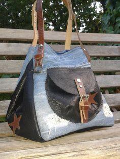 SAC A MAIN EN JEANS ET CUIR : Sacs à main par dame-de-trefle Sacs Tote Bags, Leather Bag Pattern, Denim Bag, Denim Jeans, Simple Bags, Big Bags, Beautiful Bags, Fashion Bags, Farmer