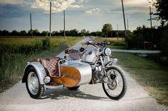 BMW R100GS Scrambler with sidecar by OC Garage - Photo by Walter Meregalli Fotografia #motorcycles #scrambler #motos   caferacerpasion.com
