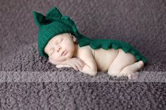 Baby Infant 13m  dinosaur dragon crocodile von chicksalejunior, $39.50