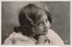 ENFANTS - LITTLE GIRL - MAEDCHEN - Jolie carte fantaisie portrait fillette