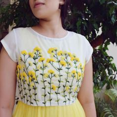 Excellent Absolutely Free Embroidery Designs for kurtis Thoughts 34 ideas embroidery machine designs kurti for 2019 Embroidery On Kurtis, Hand Embroidery Dress, Kurti Embroidery Design, Hand Embroidery Videos, Embroidery On Clothes, Flower Embroidery Designs, Embroidered Clothes, Hand Embroidery Stitches, Embroidery Fashion