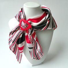 Šátek se sponou černočervenobílý