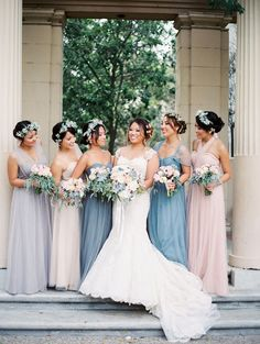 We love this colour palette and the perfectly mis matched bridesmaids dresses