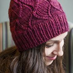 Hello! I've just added a French version of Baila hat to Ravelry! It takes only one squishy skein of chunky yarn like Ankara by @julie_asselin! You can get your pattern here: bit.ly/bailahat .