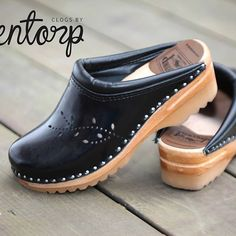 Perfection in simplicity. #fashionmusthave #fashionbasics #blackclogs #clogsoftheday #clogs #troentorp #shoelover #clogshoes #cloglife