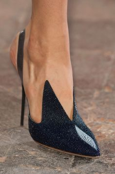 Roman style pointed toe pumps high heels zipper shallow stiletto Heel Company World Hot Shoes, Crazy Shoes, Me Too Shoes, Shoes Heels, Black Shoes, Louboutin Shoes, Black Pumps, Shoes Sneakers, Pretty Shoes