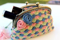Crochet coin purse//Crochet Cosmetic bag/Make-up bag/Make-up pouch/Retro style purse/Crocheted accessories