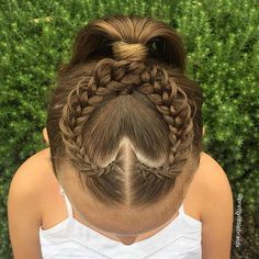 Heart hair with feathered braids.- Heart hair with feathered braids. Little Girl Braids, Braids For Kids, Girls Braids, Kids Braided Hairstyles, Little Girl Hairstyles, Pretty Hairstyles, Teenage Hairstyles, Gymnastics Hair, Birthday Hairstyles