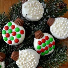 Oreo Cookie Christmas Ornaments During the busy holiday season, I like to keep a few quick and easy baking projects in my back pocket in case of dessert emergencies. (Yes, dessert emergencies are a real thing! Christmas Deserts, Holiday Snacks, Christmas Party Food, Christmas Pudding, Christmas Cooking, Christmas Goodies, Christmas Candy, Holiday Recipes, Christmas Recipes