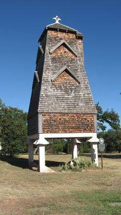 Interesting: Bat house built in 1918 located in San Antonio, at one time bats roosted here. Bat Habitat, Bat House Plans, Bat Box, Garden Animals, Animal Habitats, Creatures Of The Night, Creature Comforts, House Built, Animal House