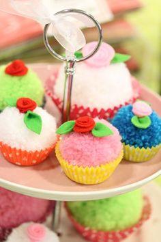 Cupcakes av garnbollar
