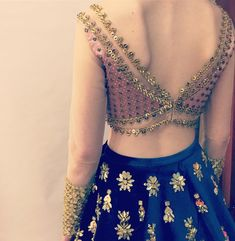 The perfect blouse back design for your wedding blouse awaits inside! Check out these latest blouse designs for back now! Blouse Back Neck Designs, Stylish Blouse Design, Choli Designs, Fancy Blouse Designs, Bridal Blouse Designs, Choli Back Design, Latest Blouse Designs, Golden Blouse Designs, Lehenga Designs Latest