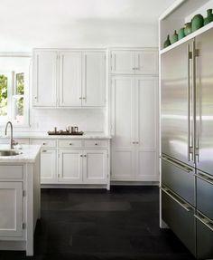 white kitchen with black slate floor Wood Floor Kitchen, Kitchen Flooring, Kitchen And Bath, New Kitchen, Kitchen Cabinets, White Cabinets, Kitchen Black, Kitchen Ideas, Shaker Cabinets